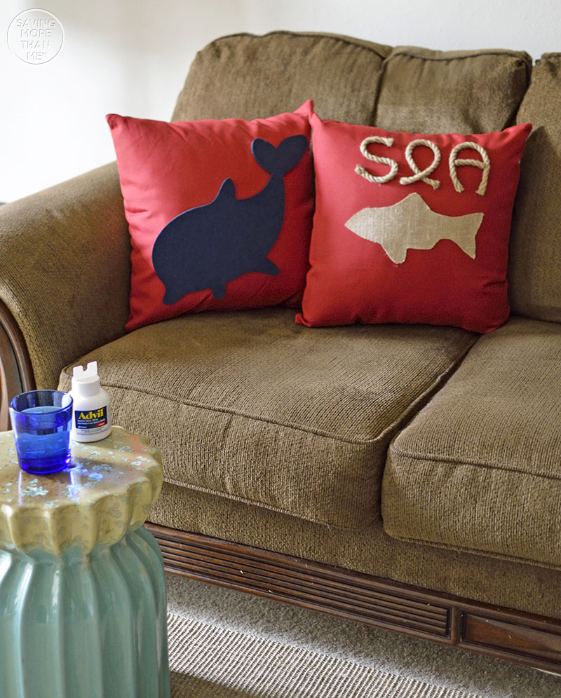 5 Ways To Decorate Plain Throw Pillows #WhatInconvenience ad