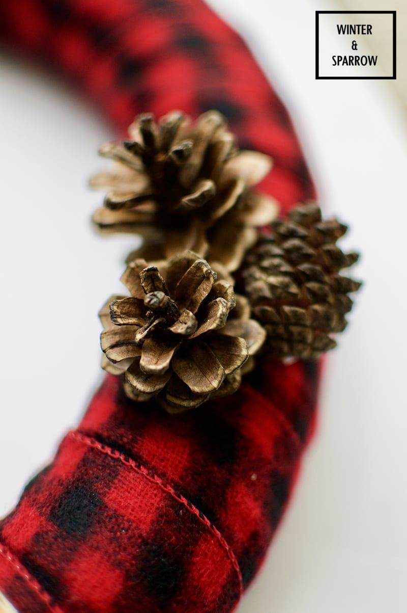 Woodland-Inspired Buffalo Plaid Wreath {Easy DIY} winterandsparrow.com #christmaswreath #woodlandchristmas