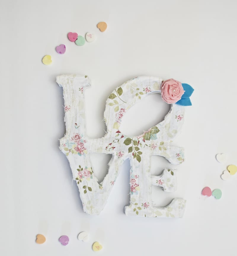 Dollar Tree Love Sign DIY: From Plain to Pretty [VIDEO] | winterandsparrow.com #dollartreelovesigndiy #dollartreecrafts #dollartreecraftprojects
