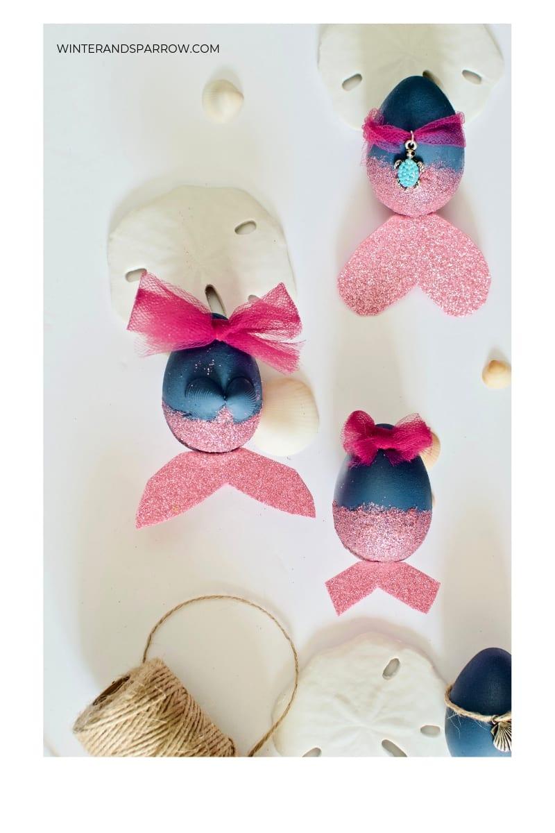 Turn Dollar Tree Eggs Into Beautiful Mermaid Easter Eggs {VIDEO}   winterandsparrow.com #mermaideastereggs #mermaidcrafts #mermaidlife #eastereggdecoratingideas #eastereggdecorations
